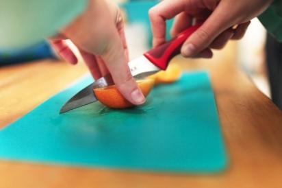 Slicing oranges