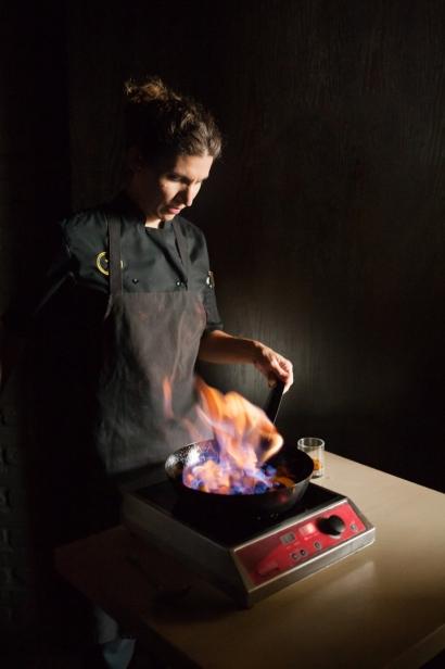 Taverna Chef Flambees fruit