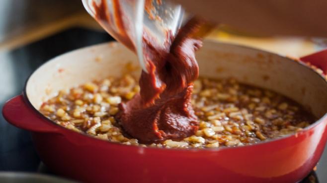 making tomato chutney