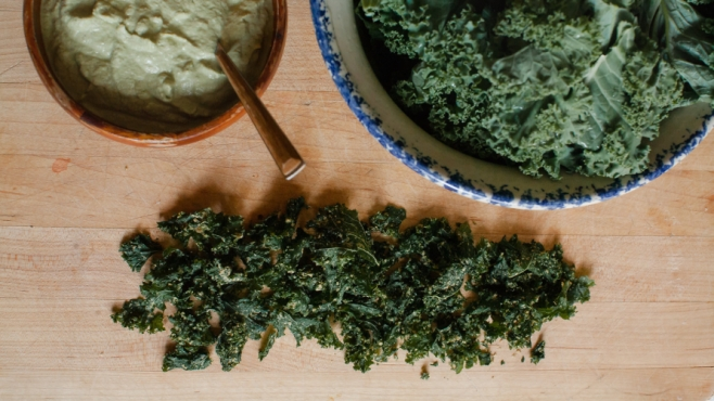 Cheezy vegan kale chips
