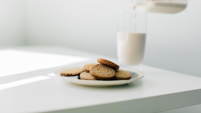 Pecan meal shortbread and milk