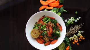 Vegetable Lo Mein and Ingredients